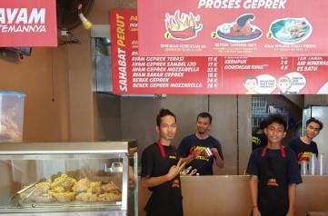 Bisnis Ayam Geprek Usaha Menjanjikan Dari Kuliner Yang Lagi Hits